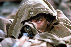 狙击手的步枪瞄准镜一颗子弹消灭一个敌人(图)