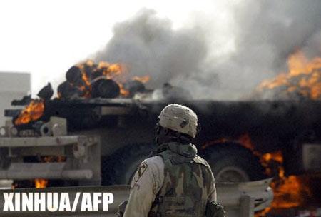 组图:驻伊美军部队在伊拉克费卢杰遇袭