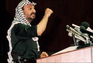 资料图片:1973年阿拉法特在非统组织上发表演讲