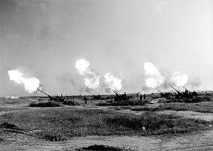 图文:某高炮团千里机动到某靶场进行实弹射击