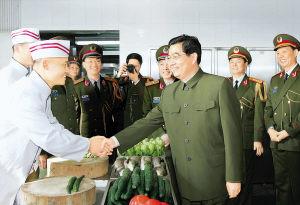 胡锦涛主席视察驻澳门部队(图)
