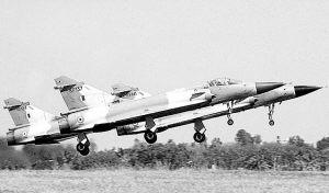 印度军队大举发展不断增加军费购买新型战机