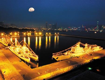 人民海军舰艇编队首次于训练途中停靠香港纪事