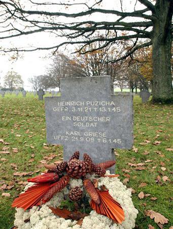 图文:阿登战役德军阵亡士兵墓
