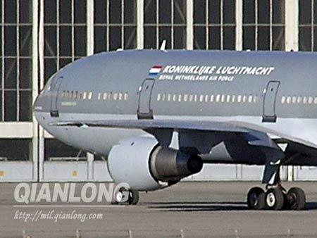荷兰空军KC-10空中加油机停靠北京机场(组图)