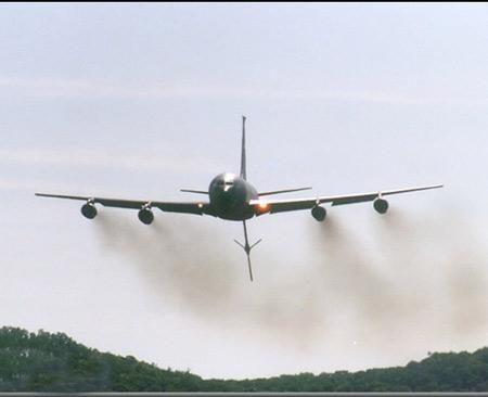 美空军研究KC-135空中加油机的生存能力(组图)