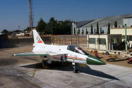 印度空军将分两批采购40架LCA战斗机(组图)