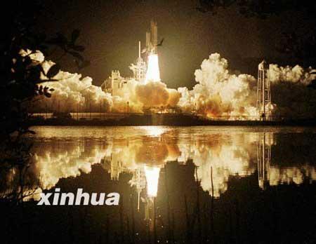 """图为""""哥伦比亚""""号航天飞机发射升空时的情景"""