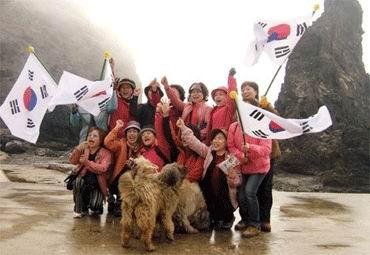 独岛向民众开放五天后韩国首批游客登岛(附图)