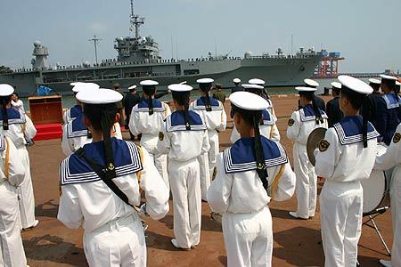 美国第七舰队旗舰访问我国南海舰队驻地(组图)