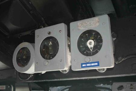 图文:蓝岭指挥舰驾驶室左舰桥主机状态显示仪