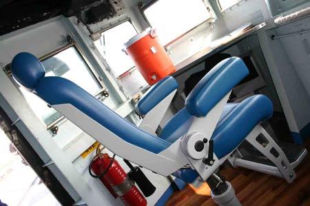 图文:蓝岭号指挥舰驾驭室里左侧船员坐的皮椅