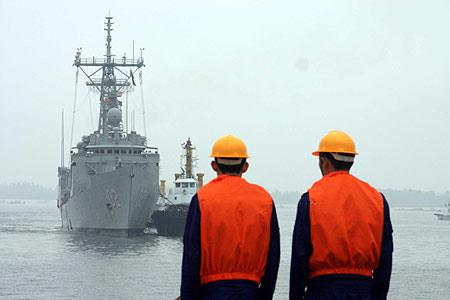 澳大利亚海军堪培拉号导弹护卫舰访华(组图)