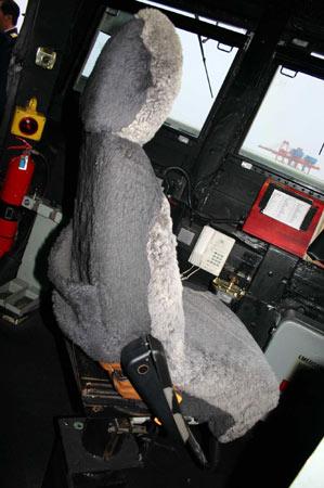 图文:堪培拉号驾驭室左侧的驼鸟毛坐椅
