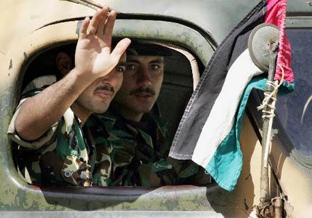 组图:驻黎巴嫩叙军开始进行第二阶段撤军