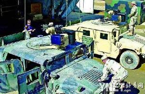 驻伊拉克美军悍马吉普安装通用遥控操作武器站