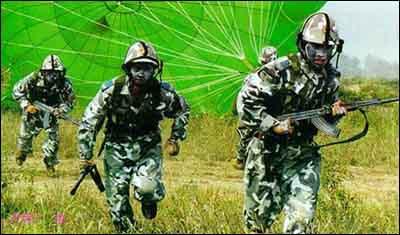 中国空降部队长距离夜间远海空投(组图)