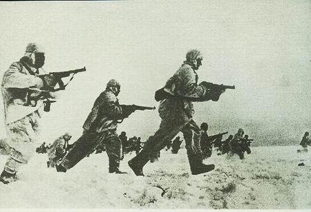 二战纪实摄影组图:红场阅兵式莫斯科大反攻(5)