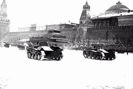 组图:保卫莫斯科的苏联士兵红场前的坦克阵(3)