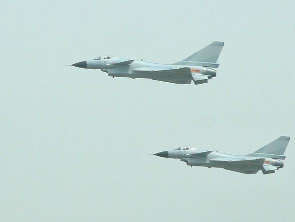 图文:歼十战机比翼齐飞