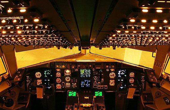 波音767型飞机驾驶舱