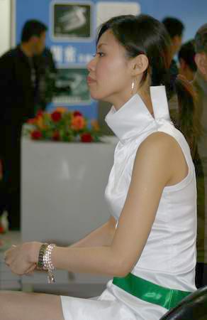 图文:北京现代公司展台礼仪小姐