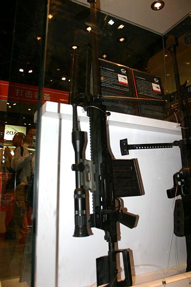 图文:国产AMR-212.7毫米半自动狙击步枪(4)