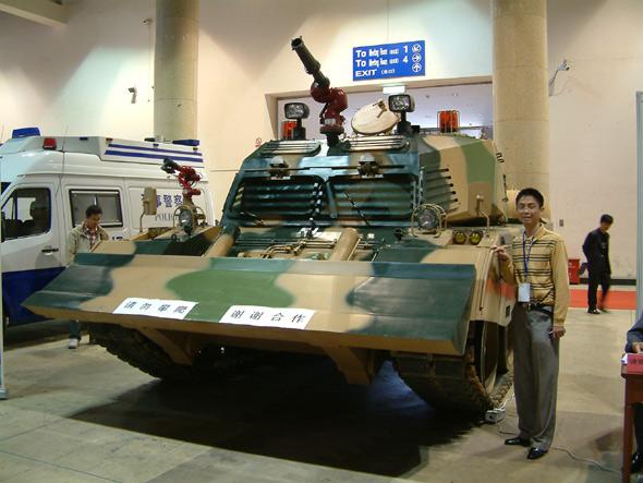警备展中最大的展品:国产消防坦克(图)