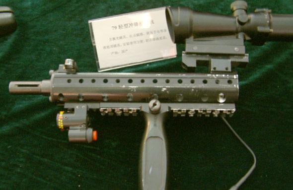 图文:国产警用79式冲锋枪战术导轨(1)