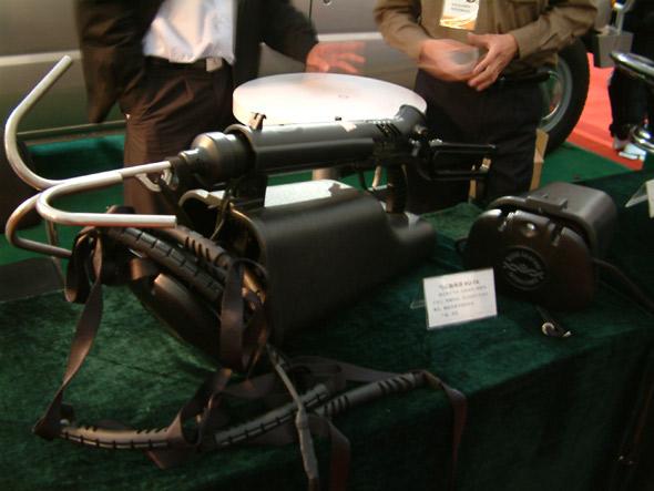 图文:美国产气动式勾绳枪