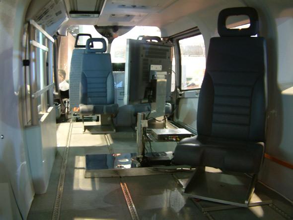 图文:EC145警用直升机座舱内部细图