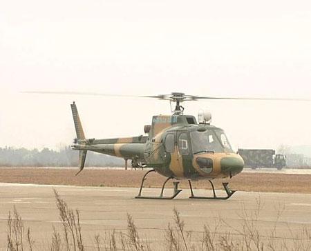 中国Z11武装直升机完成红箭八导弹试射(组图)