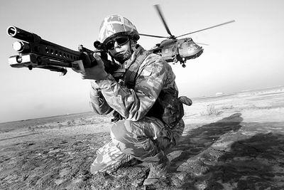 英国冷战后最大军事调整近2万现役英军准备解甲