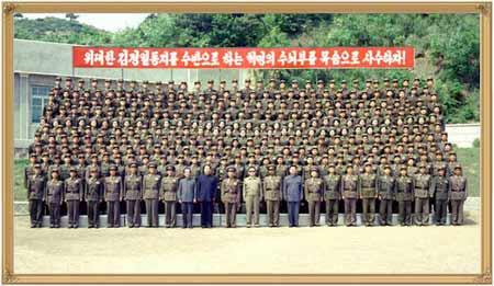 金正日视察朝鲜部队要求人民军增强战斗力(组图)