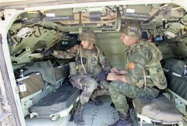 美俄装甲部队联合军演互开对方主战坦克(组图)
