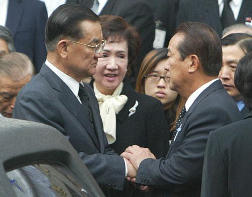 台湾县市长选举国亲龃龉蓝军整合坎坷艰难