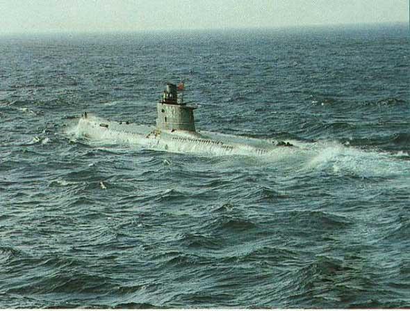图文:编号363明级潜艇出航