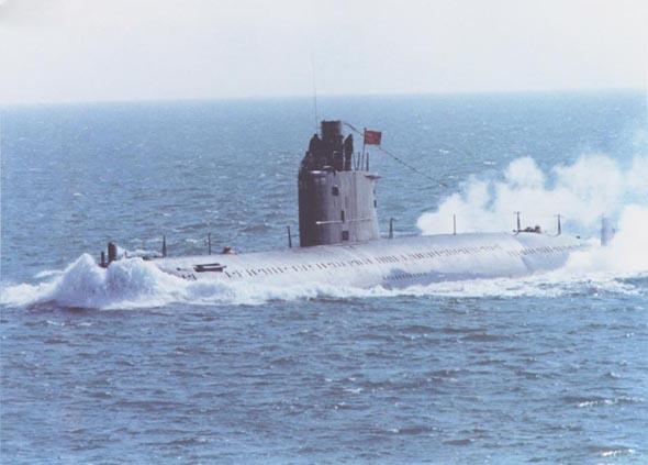 图文:人民海军改进型明级潜艇海上训练