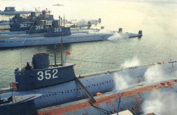 图文:中国海军明级常规动力潜艇群