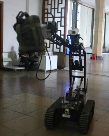 2005北京国际刑侦技术装备展 > 正文  点击此处查看全部军事图片 jw