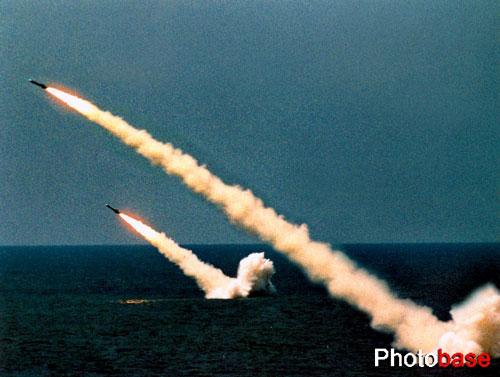 组图:东海舰队潜艇部队演练水下齐射导弹