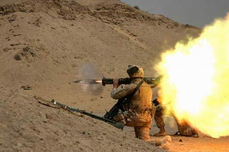 图文:驻伊美军训练发射AT-4轻型反装甲弹