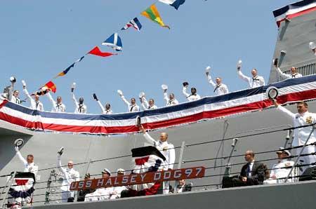 美国最新阿里-伯克级驱逐舰哈尔西号服役(组图)