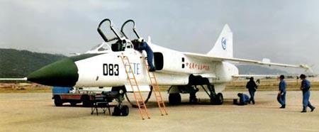 中国冲天飞豹:歼轰7系列战斗轰炸机(组图)
