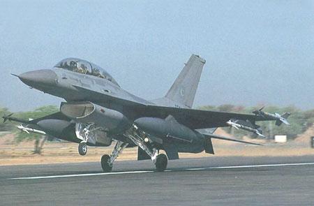 洛克希德-马丁公司向阿曼交付首架F-16战机
