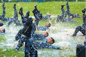 特写:目击中国海军陆战队炼狱式训练(组图)