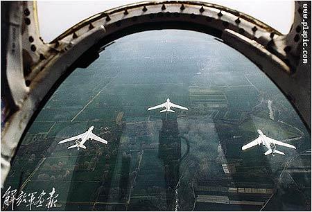 中国空军第二代高亚音速战略中程轰炸机(组图)