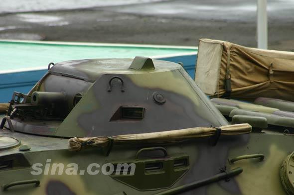 图文:俄军BRDM-2两栖侦察车炮塔特写