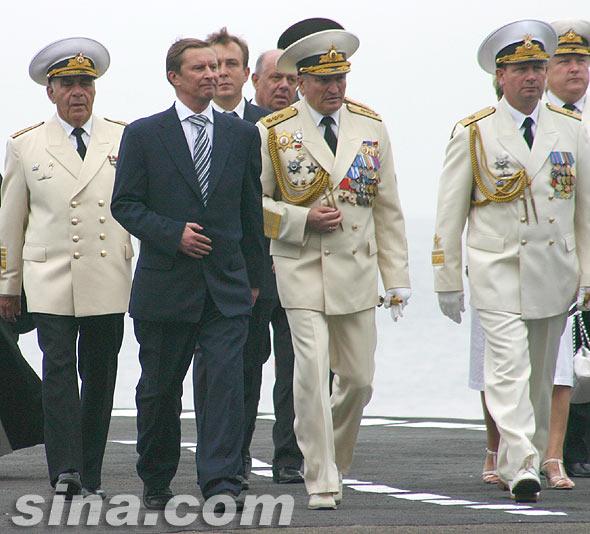 俄罗斯国防部长前往中国视察中俄联合军演(图)