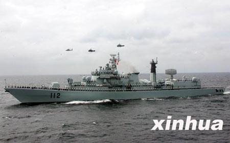 """""""和平使命-2005""""中俄联合军演举行海上分列式"""